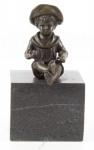Casa Padrino Luxus Bronzefigur Sitzender Junge Bronze / Schwarz 8, 8 x 7, 6 x H. 15, 2 cm - Bronze Skulptur