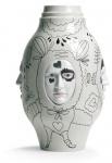 Casa Padrino Designer Porzellan Vase Beige / Schwarz Ø 31 x H. 52 cm - Handgefertigte & Handbemalte Luxus Dekoration