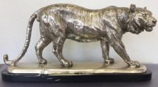 Casa Padrino Bronzefigur Tiger auf Marmorsockel Silber / Schwarz 48 x 14 x H. 25 cm - Luxus Deko Figur