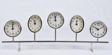 Casa Padrino Luxus Tischuhr Silber 64 x 6 x H. 24 cm - Dekorative Messing Uhr