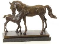 Casa Padrino Luxus Bronze Skulptur Pferd mit Fohlen Bronze / Gold / Schwarz 44, 5 x 16, 7 x H. 33, 5 cm - Deko Bronzefigur mit Marmorsockel