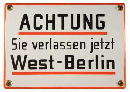Hinweis-Schild: Achtung Sie verlassen jetzt West Berlin!