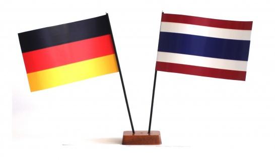 Mini Tischflagge Thailand 9x14 cm Höhe 20 cm mit Gratis-Bonusflagge und Holzs...