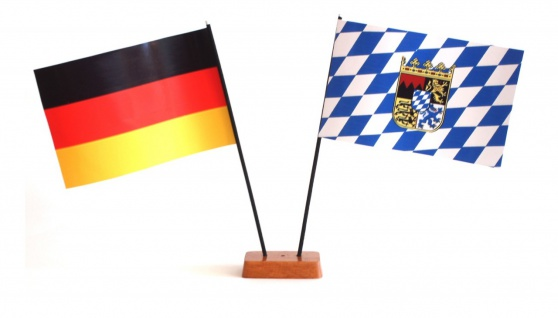 Mini Tischflagge Bayern 9x14 cm Höhe 20 cm mit Gratis-Bonusflagge und Holzsoc...