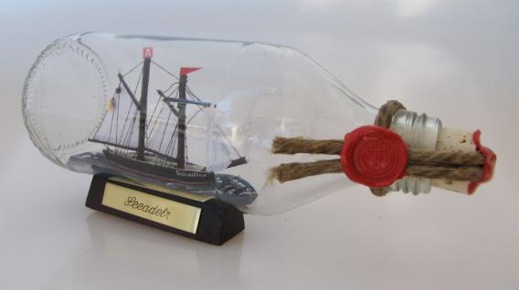 Lotsenschoner runde Flasche 0, 3 Liter Buddelschiff Flaschenschiff - Vorschau
