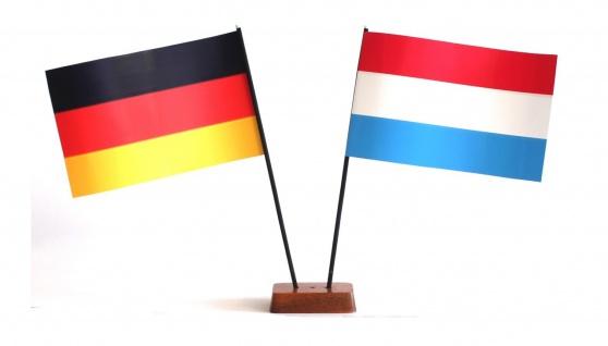 Mini Tischflagge Luxemburg 9x14 cm Höhe 20 cm mit Gratis-Bonusflagge und Holz...