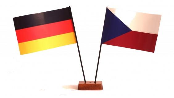 Mini Tischflagge Tschechien 9x14 cm Höhe 20 cm mit Gratis-Bonusflagge und Hol...