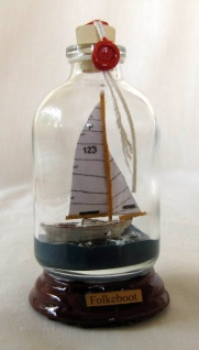Folkeboot Mini Buddelschiff 50 ml ca. 7, 2 x 4, 5 cm Flaschenschiff