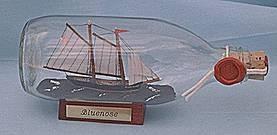 Bluenose Schoner runde Flasche 0, 3 Liter Buddelschiff Flaschenschiff