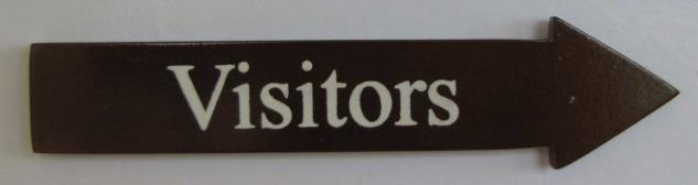 Türschild Visitors dunkles Holz Pfeilform 3, 5x15 cm