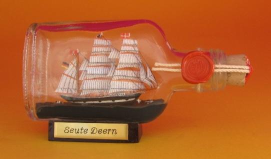 Seute Deern Buddelschiff Flachmann 0, 1 Liter ca. 14x7 cm Flaschenschiff