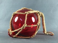 Deko Fischerkugel aus Glas rot 10 cm Tauwerk Netz