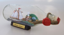 Segler mit Landschaft runde Flasche 0, 3 Liter Buddelschiff Flaschenschiff