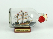 De Zeven Provincien Mini Buddelschiff 50 ml ca. 7, 2 x 4, 5 cm Flaschenschiff