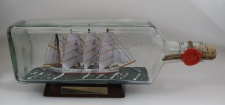 Nippon Maru Japan eckige Ginflasche 0, 7 Liter Buddelschiff Museumsqualität