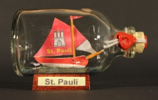 St. Pauli Hamburg Mini Buddelschiff 50 ml ca. 7, 2 x 4, 5 cm Flaschenschiff