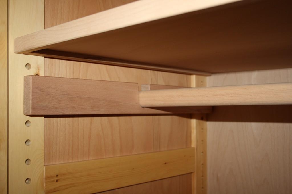 kleiderschrank 3 t rig metallfrei zirbe vollholz schlafzimmerschrank schrank kaufen bei saku. Black Bedroom Furniture Sets. Home Design Ideas