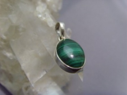 Ovaler Malachitanhänger - 925er Silber