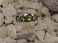 Peridot-Ring 925er Silber 5 Steine