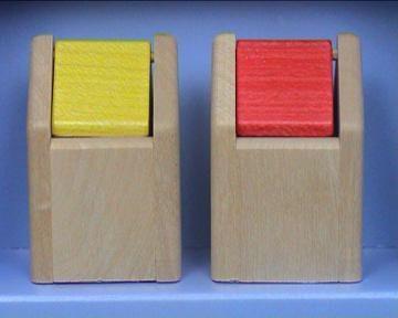 Bodo Hennig 26804 - Abfalleimer rot und gelb für Puppenstube