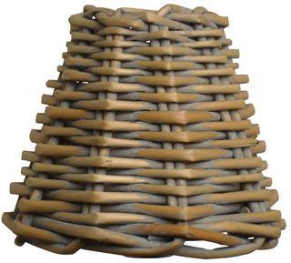 Lampenschirm aus Rattan im Landhausstil