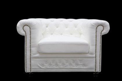 Klassischer Chesterfield Sessel, weiß / matt mit Nietenbesatz - Vorschau 1