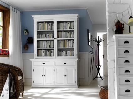 Klassischer Vitrinen- Geschirrschrank mit vier Türen und zwei Schubladen im Landhausstil.