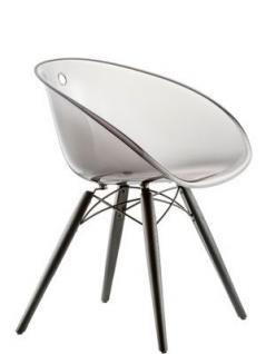 Design Stuhl mit Holzbeinen und Kunststoff Sitzschale