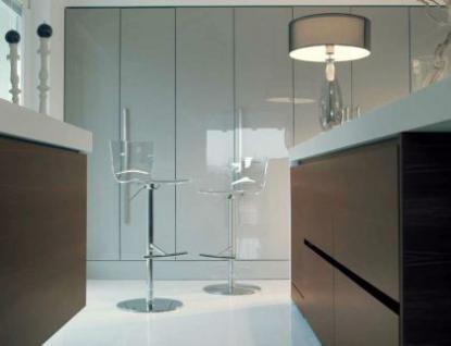 Design Barhocker mit eine transparente Sitzschale