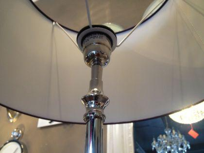 Klassische Stehleuchte, verchromt mit einem violetten Lampenschirm, 45 cm Durchmesser - Vorschau 4
