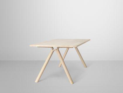 Designer Tisch aus Eschenholz