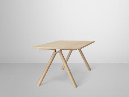 Designer Tisch aus Eichenholz