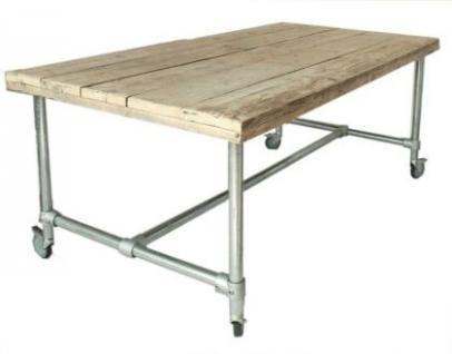 Esstisch im Industriedesign mit Rollen, Tisch mit Tischbeinen aus Metall, Länge 200 cm
