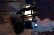 Wandleuchte Metall schwarz Glas Outdoor Bewegungssensor