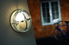 Wandleuchte Metall verzinkt PVC Outdoor 15 Jahre Anti-Rost-Garantie schlagfestes Material