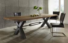 Esstisch aus massiv Eiche, Tisch im Industriedesign mit einem Gestell aus Metall, Breite 240 cm