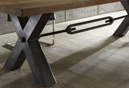 esstisch aus massiv eiche tisch im industriedesign mit einem gestell aus metall breite 260 cm. Black Bedroom Furniture Sets. Home Design Ideas