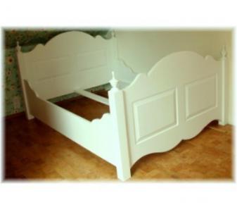 Bett Doppelbett Wolkenbett Massivholz weiß mit Säulen Landhausstil