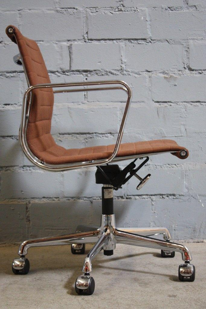 Eames brostuhl trendy awesome fabulous trendy mctech x for Alu chair nachbau