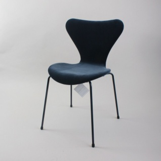 Fritz Hansen 3107 Arne Jacobsen Samt blau LaLa Berlin limitierte Edition 2017