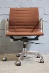 Vitra Charles Eames Bürodrehstuhl Alu-Chair EA-117 Aluminum Bürostuhl braun