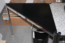 USM Haller Tisch Dreieck schwarz 1 x 1, 4m 100cm Beistelltisch Tisch Ergänzung