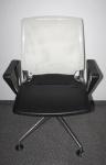 Vitra Meda Chair Konferenz-Stuhl Besucher Polster Leder schwarz/Rücken Netz weiß