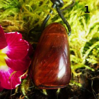 Tigerauge rot, Trommelstein XL gebohrt mit Lederband