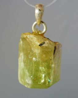 Apatit grün, Rohstein, Anhänger mit Silberöse