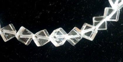Bergkristall Würfel 6 mm, diagonal gebohrt