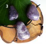 Lepidolith, gebohrter Trommelstein-Anhänger