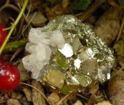Pyritstufe A-Qualität mit Quarz klein