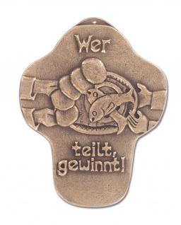 Wandkreuz Wer teilt gewinnt Bronze Erstkommunion Kreuz 11 cm Jürgen Peters