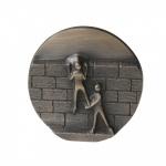 Wandrelief Mauern überwinden 8 cm Bronze Wandbild Deko